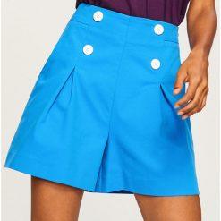 Szorty z wysokim stanem - Niebieski. Niebieskie bermudy damskie Reserved, z podwyższonym stanem. W wyprzedaży za 79,99 zł.