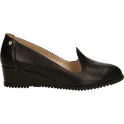 Czółenka - 949 PEL NERO. Czarne buty ślubne damskie Venezia, ze skóry, na koturnie. Za 179,00 zł.