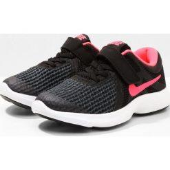 Nike Performance REVOLUTION 4 Obuwie do biegania treningowe black/white/racer pink. Brązowe buty do biegania damskie marki N/A, w kolorowe wzory. Za 149,00 zł.