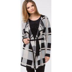 Swetry klasyczne damskie: Ciepły sweter w dużą kratę
