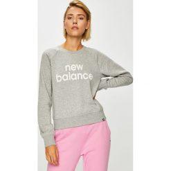 New Balance - Bluza. Szare bluzy z nadrukiem damskie marki New Balance, l, z bawełny, bez kaptura. W wyprzedaży za 199,90 zł.