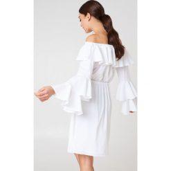 NA-KD Boho Sukienka mini z odkrytymi ramionami - White. Niebieskie sukienki boho marki NA-KD Boho, na imprezę, w koronkowe wzory, z koronki, na ramiączkach, mini. W wyprzedaży za 85,37 zł.