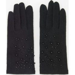 Wełniane rękawiczki z biżuteryjną aplikacją - Czarny. Brązowe rękawiczki damskie marki Roeckl. Za 49,99 zł.