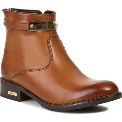 Botki CARINII - B2246 Clasic Buk. Brązowe buty zimowe damskie Carinii, ze skóry, na obcasie. W wyprzedaży za 229,00 zł.