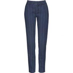 """Dżinsy w tenisowe prążki bonprix ciemnoniebieski """"stone"""" w tenisowe prążki. Niebieskie jeansy damskie bonprix. Za 109,99 zł."""