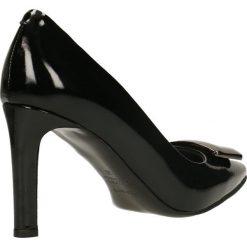 Czółenka FIORITA. Czarne buty ślubne damskie Gino Rossi, z lakierowanej skóry, na obcasie. Za 249,90 zł.