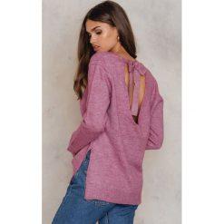 NA-KD Sweter z dzianiny na plecach - Pink. Różowe swetry klasyczne damskie NA-KD, z dzianiny, z dekoltem na plecach. W wyprzedaży za 55,19 zł.