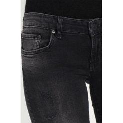 LTB CLARA Jeansy Slim Fit vista black wash. Czarne jeansy damskie marki LTB, z bawełny. W wyprzedaży za 209,25 zł.