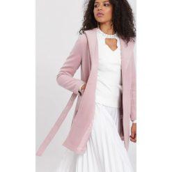 Różowy Płaszcz Autumn Breeze. Czerwone płaszcze damskie zimowe marki Cropp, l. Za 249,99 zł.