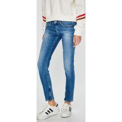 Pepe Jeans - Jeansy Cher. Niebieskie jeansy damskie rurki marki Pepe Jeans, z obniżonym stanem. Za 379,90 zł.