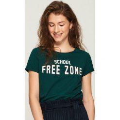 T-shirt z nadrukiem - Khaki. Brązowe t-shirty damskie Sinsay, l, z nadrukiem. Za 9,99 zł.