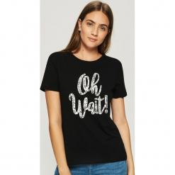 Bawełniany t-shirt z napisem - Czarny. Czarne t-shirty damskie Sinsay, l, z napisami, z bawełny. Za 9,99 zł.