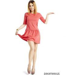 Sukienki: Sukienka z falbanką rozkloszowana koral