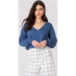 NA-KD Basic Bluza basic z dekoltem V - Blue. Różowe bluzy damskie marki NA-KD Basic, prążkowane. Za 100,95 zł.