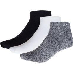 Skarpetki męskie (3 pary) SOM600 - biały + jasno szary + czarny - Outhorn. Czarne skarpetki męskie marki Outhorn, z bawełny. Za 19,99 zł.
