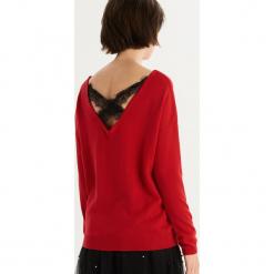 Sweter z wycięciem na plecach - Czerwony. Czerwone swetry klasyczne damskie Sinsay, l, z dekoltem na plecach. Za 49,99 zł.