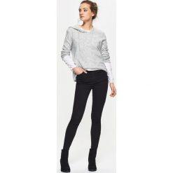 Sweter z kapturem - Jasny szary. Szare swetry klasyczne damskie marki Cropp, m, z kapturem. Za 69,99 zł.