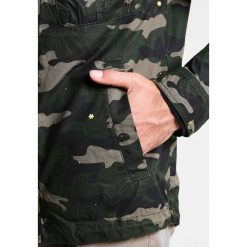 Kurtki męskie bomber: Sisley Kurtka wiosenna khaki