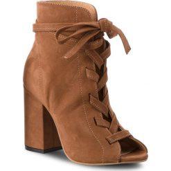 Botki CARINII - B3854 793-000-000-C00. Brązowe buty zimowe damskie marki Carinii, ze skóry, na obcasie. W wyprzedaży za 229,00 zł.