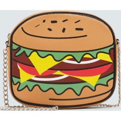 Torebka na ramię w kształcie hamburgera. Brązowe torebki klasyczne damskie marki Pull&Bear. Za 69,90 zł.