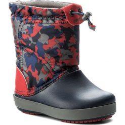 Buty zimowe chłopięce: Śniegowce CROCS – Crocband Lodgepoint Graphic K 204829 Navy/Pepper