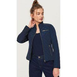 Pikowana kurtka ze stójką - Granatowy. Niebieskie kurtki damskie pikowane marki Reserved, l. Za 199,99 zł.