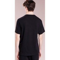 True Religion WALT TEE Tshirt z nadrukiem black. Czarne t-shirty męskie z nadrukiem True Religion, m, z bawełny. Za 379,00 zł.