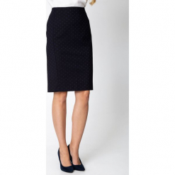 Granatowa spódnica w groszki QUIOSQUE. Czerwone spódniczki marki QUIOSQUE, w grochy, z tkaniny, biznesowe. Za 149,99 zł.