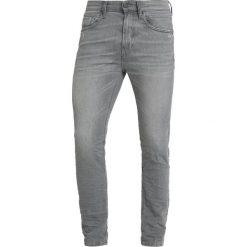 Marc O'Polo DENIM Jeansy Slim Fit reflective grey wash. Szare jeansy męskie regular Marc O'Polo DENIM, z bawełny. Za 429,00 zł.