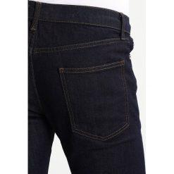 Topman Jeansy Slim Fit dark blue. Niebieskie rurki męskie Topman. Za 169,00 zł.