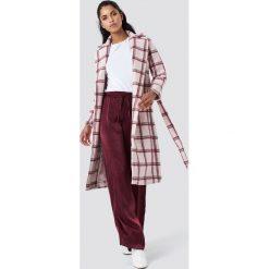 NA-KD Classic Długi płaszcz w kratę - Pink. Płaszcze damskie NA-KD Classic, w paski. Za 323,95 zł.
