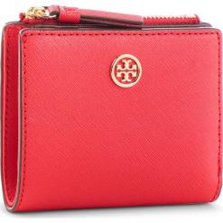 Mały Portfel Damski TORY BURCH - Robinson Mini Wallet 52703 Brilliant Red 612. Czerwone portfele damskie Tory Burch, ze skóry. Za 599,00 zł.