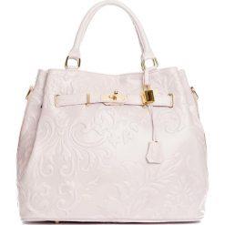 Torebki klasyczne damskie: Skórzana torebka w kolorze jasnoróżowym – 40 x 21 x 31 cm