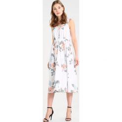Armani Exchange Sukienka letnia miami. Białe sukienki letnie Armani Exchange, z bawełny. W wyprzedaży za 575,20 zł.