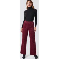 Moves Spodnie Delaia - Red. Czerwone spodnie z wysokim stanem Moves, ze sztruksu. Za 303,95 zł.
