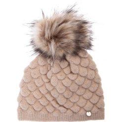 Beżowa marszczona czapka z pomponem QUIOSQUE. Brązowe czapki zimowe damskie QUIOSQUE, z dzianiny. Za 79,99 zł.