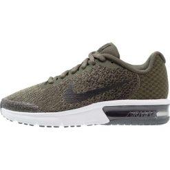 Nike Performance AIR MAX SEQUENT 2  Obuwie do biegania treningowe cargo khaki/black/medium olive. Brązowe buty do biegania damskie marki Nike Performance, z materiału. W wyprzedaży za 287,20 zł.