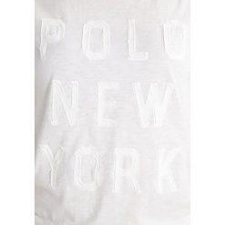 Polo Ralph Lauren Tshirt z nadrukiem deckwash white. Białe koszulki polo marki Polo Ralph Lauren, m, z nadrukiem, z bawełny, polo. W wyprzedaży za 161,85 zł.