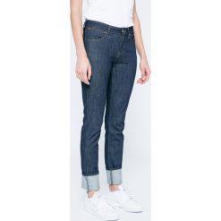 Wrangler - Jeansy. Szare jeansy damskie rurki marki Wrangler, na co dzień, m, z nadrukiem, casualowe, z okrągłym kołnierzem, mini, proste. W wyprzedaży za 199,90 zł.