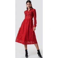 NA-KD Koronkowa sukienka midi - Red. Czerwone sukienki koronkowe marki NA-KD, midi, w kształcie a. Za 242,95 zł.