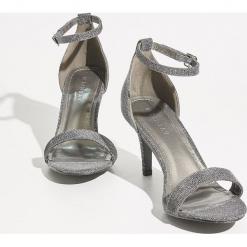 Sandały na szpilce - Szary. Szare sandały damskie marki Sinsay, na szpilce. Za 89,99 zł.