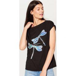 Koszulka z aplikacją - Czarny. Czarne t-shirty damskie marki Mohito, l, z aplikacjami. Za 39,99 zł.