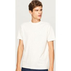 T-shirt z mini wzorem - Kremowy. Białe t-shirty męskie Reserved, l. Za 49,99 zł.