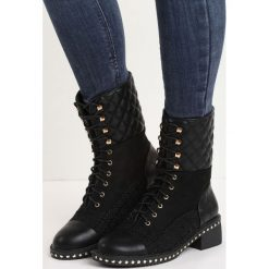 Czarne Botki It Beats Me. Czarne buty zimowe damskie Born2be, z materiału, na niskim obcasie. Za 89,99 zł.