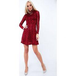 Sukienka z transparentnymi rękawami rozkloszowana czerwona 6575. Czerwone sukienki Fasardi, l, rozkloszowane. Za 89,00 zł.