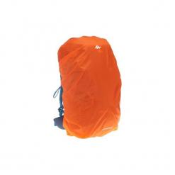 Pokrowiec przeciwdeszczowy na plecak o średniej pojemności. Brązowe plecaki męskie marki FORCLAZ, z materiału. Za 34,99 zł.