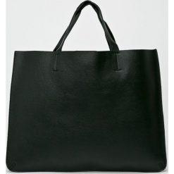 Answear - Torebka. Czarne torebki klasyczne damskie ANSWEAR. W wyprzedaży za 119,90 zł.