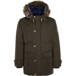 Timberland Płaszcz zimowy kaki. Brązowe kurtki chłopięce zimowe marki Timberland, z bawełny. W wyprzedaży za 539,25 zł.
