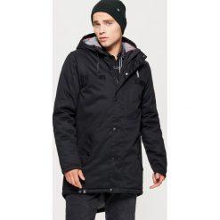 Kurtka typu parka na zimę - Czarny. Czarne kurtki męskie zimowe marki Cropp, l. W wyprzedaży za 279,99 zł.