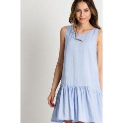 Błękitna sukienka z falbaną u dołu BIALCON. Niebieskie sukienki balowe marki BIALCON, na co dzień, na lato, proste. W wyprzedaży za 254,00 zł.